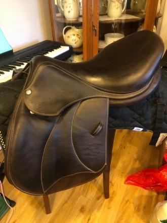 Tack ID: 563614 17.5 Voltaire Palm Beach Full buffalo leather - PhotoID: 147064 - Expires 16-Sep-2021 Days Left: 124